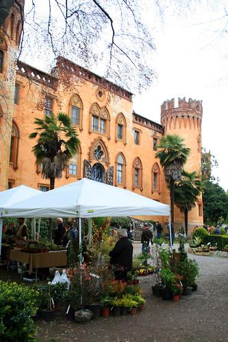 foto mostra mercato fiori al castello del roccolo busca