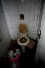 Banheiros (Andr Americo) Tags: poverty banheiro pobreza desgraa moradia toillet sobernardo andramerico