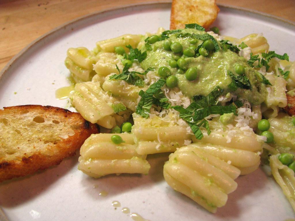 asparagus pesto w/baby peas