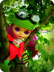Quirkee, the Budding Beauty (LadyGuinevere!) Tags: hat vintage purple russia ooak goggles barbie violet skipper pd blythe custom kermit sbl babuschka kermitthefrog pdv vintageskipper buddingbeauty matroyska baboeshka quirkee quirkeesaschafromrussiawholiketopeculiardressa