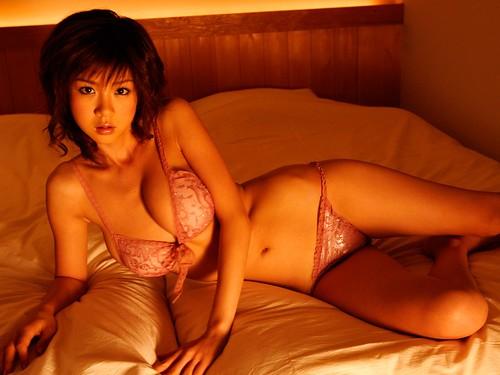 Aki Hoshino bedroom