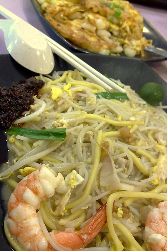 Fried hokkien prawn noodles and Fried white carrot cake