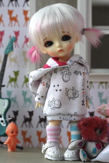 Cissy in colorful room (rainy day) (Marion Klein) Tags: yellow ball toy doll bjd resin basic jointed latidoll lati kuroo icantdance latidah