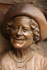 Queen Mother Memorial-As We Knew Her (Feggy Art) Tags: world york family 2 house london art lady bronze mall lens paul g