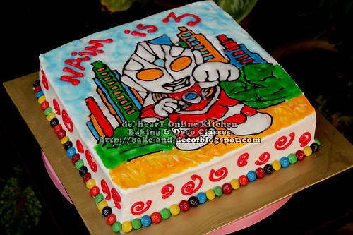 Ultraman Drawing Cake