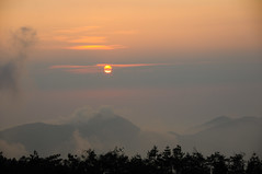 Sunset in Alishan (Huey Yoong) Tags: sunset sun mist mountains cold silhouette fog clouds highlands asia taiwan alishan landscapephotography mountainranges 5photosaday nikkor18200mmvr centraltaiwan nikond300 lpmountains