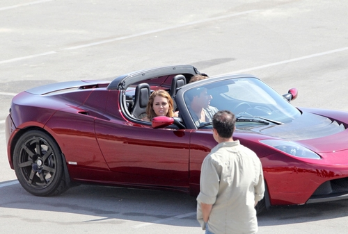 miley-cyrus-telsa-roadster-tester%20(22)