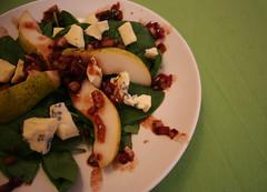 junger spinat mit birne & gorgonzola