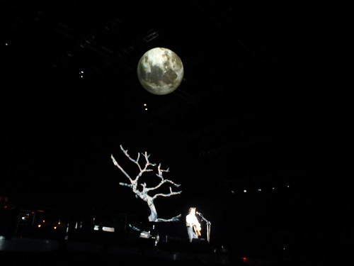 Beautiful stage effects. The moon...