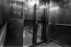 ascenseur (sdzn) Tags: street leica trix lausanne streetphoto m6 sdzn