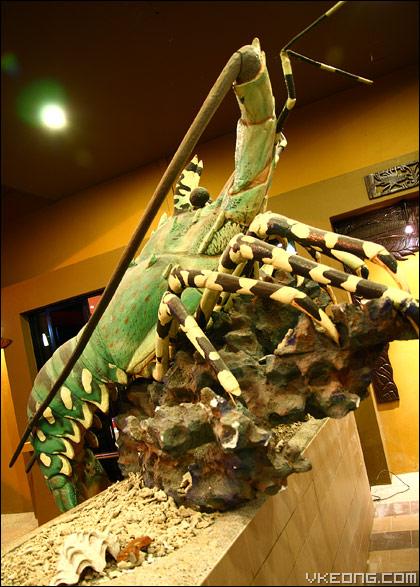 big-prawn-statue