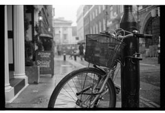 (Grainyday-) Tags: london neopan400 olympus35sp id11