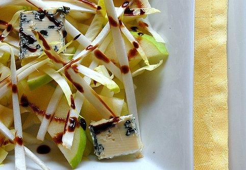 Insalata indivia mele e gorgonzola
