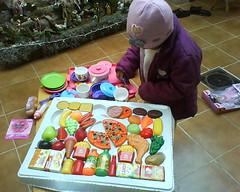 6 de Enero (mayavilla) Tags: mexico juegos nios infancia juguetes tradicion diadereyes ypizza comafrutasyverduras latomeconelcelular ydeliciosaspapasalafrancesaaaa amamd ypollo
