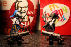 Fast Food Wars (Stfan) Tags: toy actionfigure starwars bucket war stormtroopers fastfood weapon kfc cannon stormtrooper duel knight figurine jouet macdonalds happymeal hasbro colonelsanders stormtroopers365