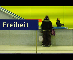 Freiheit (It's Stefan) Tags: love lines yellow linhas stairs shopping germany munich mnchen liberty bayern deutschland bavaria libertad freedom waiting couple publictransportation metro pareja geometry amor tube lifestyle monaco amarillo amour ubahn alemania esperando allemagne gomtrie amore liebe germania lignes   geometria freiheit mnchnerfreiheit baviera   lneas linien            stefanhoechst