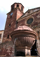The fountain / La fuente (SantiMB.Photos) Tags: espaa church fountain spain fuente iglesia catalunya kdd ml tarragona baixcamp prades enfoca flickrslegend
