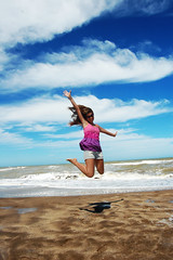 Flor (Di Vina Images) Tags: girls friends summer beach argentina girl fashion fun happy jump jumping model air posing style beaches saltando height beautifulgirls prettygirl vitality saltar girljumping