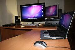 My Setup Snow Leopard (konteudos.info) Tags: snow apple mouse keyboard desk laptop osx monitor leopard acer dual 32 aluminium aspire nad gigabyte hackintosh 5630 wlmi gaep45ds4