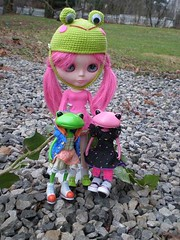 4/52 Esme takes the frogs outside