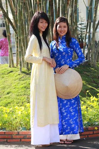 Nguyen Hue Ao Dai 01
