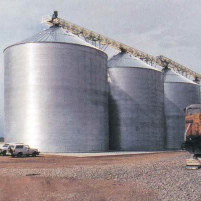 Polyurea coatings for chemical resistance