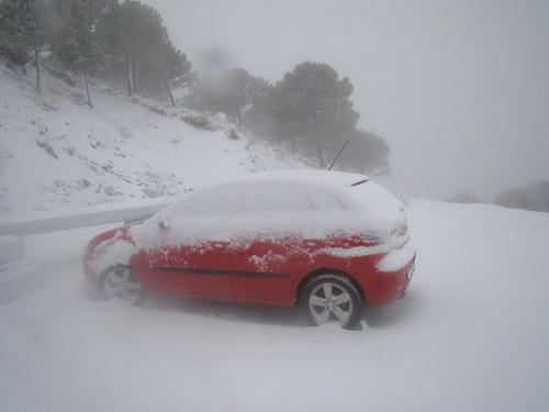 Nuestro coche cubierto por la nieve