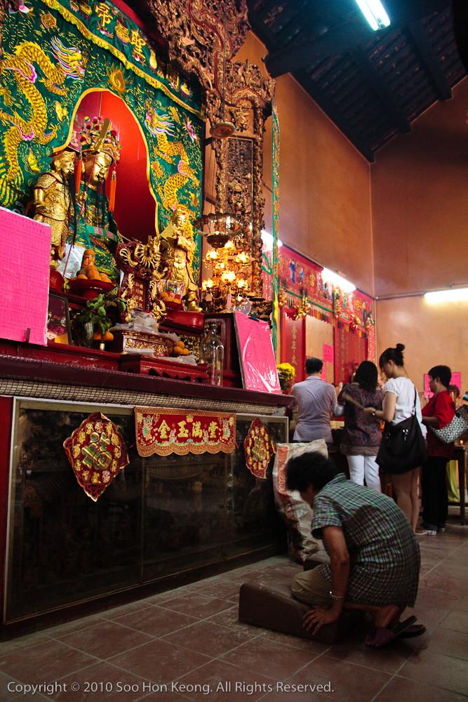 Praying @ Kwong Siew Temple, KL, Malaysia