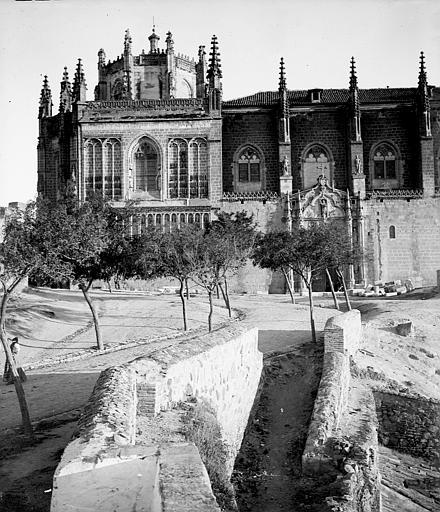 San Juan de los Reyes entre el 24 y el 26 de septiembre de 1899. Fotografía de Petit. Société Française d'Archéologie et Ministère de la Culture (France), Médiathèque de l'architecture et du patrimoine (archives photographiques) diffusion RMN