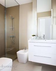 Sanitarios enfrentados (Decoratrix.com) Tags: modern bathroom toilet espejo ducha sanitarios reforma baño lavabo iluminación mampara bidé vinilico mueblesdebaño decoratrix cachalet decopapel refbaños