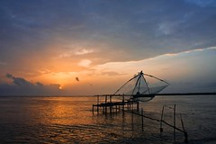 Chinese Fishing Net - 2 Fort Kochi (Tilak Haria) Tags: sunset sea india evening fishing kerala cochin kochi chinesefishingnet pratibimbsangli