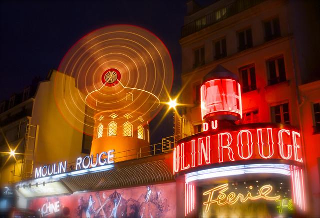 Longue pause au Moulin Rouge par Franck Vervial