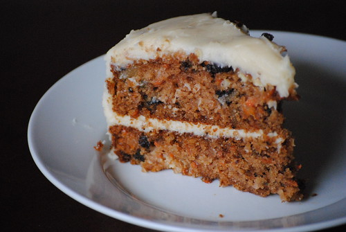 Ladyberd's Kitchen: Super moist carrot cake with cream cheese frosting