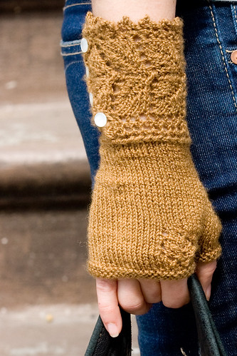 Veyla Mitts for Connie - Close