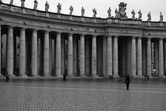 Piazza San Pietro (Vivian Carvalho) Tags: vatican vaticano vaticancity piazzasanpietro cittdelvaticano praasopedro cidadedovaticano