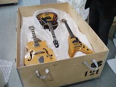 Les coulisses de la Cit: la rserve des instruments  cordes (Cite de la Musique) Tags: cit musee fender gibsons instruments musique cordes cite violon guitares