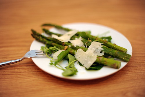 spring salad with roasted asparagus