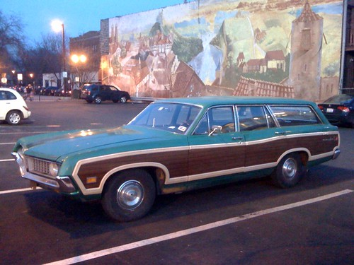 You don't see classic wood-paneled station wagons much anymore - Weeee! You Don't See Classic Wood-paneled Station Wagons Much