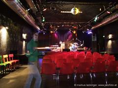 Jazzit Saal (jazzfoto.at) Tags: music salzburg club austria noflash jazzclub autriche fujifinepix jazzmusic withoutflash salisburgo jazzit österrike salzburgo salzburgaustria jazzlive avusturya salzbourg австрия jazzkeller áustria konzertfotos ohneblitz austriasalzburg volksheim salzburgoaustria 萨尔斯堡 clubkonzert s100fs jazzfoto fujifinepixs100fs blitzlos wwwjazzfotoat jazzitsalzburg markuslackinger jazzitmusikclubsalzburg clubatmosphaere jazzkellersalzburg jazzinsalzburg wwwjazzitat salzburgjazz jazzit2010 salisburgoaustria salzbourgautriche salzburgoáustria austriasalzburgo autrichesalzbourg austriasalisburgo áustriasalzburgo