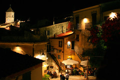 Sere d'estate / Summer evenings (Explore!!!) (AndreaPucci) Tags: italia toscana isola capoliveri elba piazza notte sere estate explore andreapucci canoneos400 italy tuscany island isoladelba village paese square night summer canonefs1855mm3556