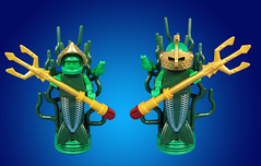 Trident master and familiar ( a sea toad ) (Karf Oohlu) Tags: lego frog minifig triton merman trident guardsman legofrog underwaterdenizen