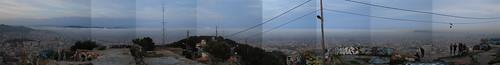 Barcelona bajo la niebla (panorámica)