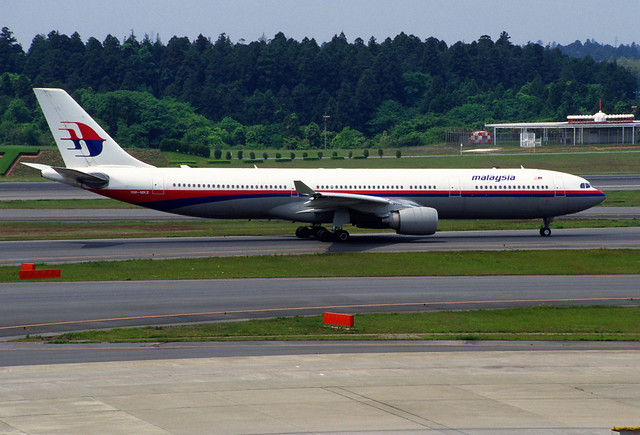 MALAYSIA AIRLINES Airbus A330-322 (9M-MKE/077)
