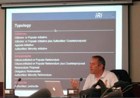 此工作坊由歐洲創制與公投研究中心(IRI-Europe)創辦人既執行長考夫曼 (Bruno Kaufmann) 召集