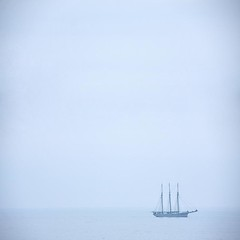 losT (Color-de-la-vida) Tags: blue sea sky mer fog azul sailboat lost mar minimal bleu ciel cielo niebla brume voilier velero noedición colordelavida lostdelavida deacuerdoconnt100