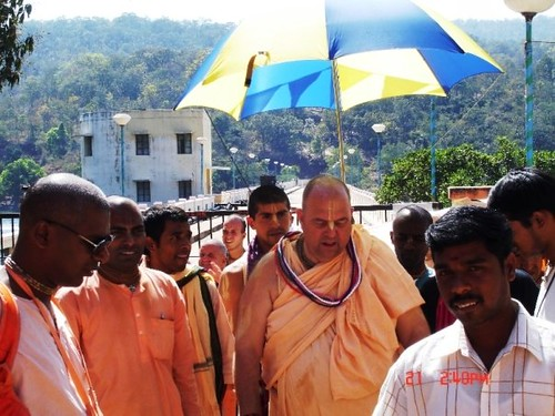 H H Jayapataka Swami in Tirupati 2006 - 0054 por ISKCON desire  tree.