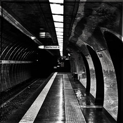 uscita & exit (dongga BS) Tags: blackandwhite bw rome roma texture square tube 11 ubahn sw exit schwarzweiss rom quadratisch uscita canoneos50d ef35mmf14lusm rom2010 romrom2010
