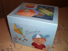 caixa de fotos (Lilian Andrade **) Tags: mdf pinturaemmdf caixadefotos portapapeltoalha caixainfantil caixainfantilemmdf
