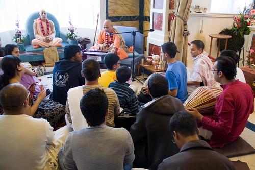 H H Bhakti Caru Swami 2010 - 0038 por ISKCON desire tree.