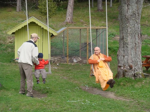 Kadamba Kanana Swami Korsnas Gard and at Ugrasena's 14th May 2010  -0070 por ISKCON desire tree.